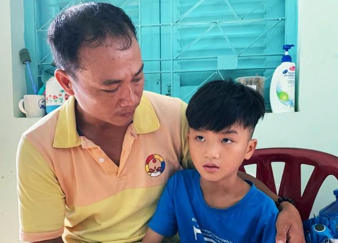 Người cha ở Sài Gòn ôm con khóc trong hạnh phúc sau hơn 4 tháng tìm kiếm mỏi mòn - Ảnh 5.