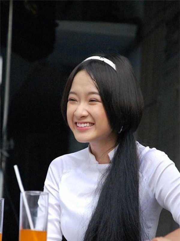 Angela Phương Trinh: Từ bà mẹ nhí được khán giả yêu mến đến gái hư showbiz tan mộng thi Hoa hậu Việt Nam - Ảnh 2.