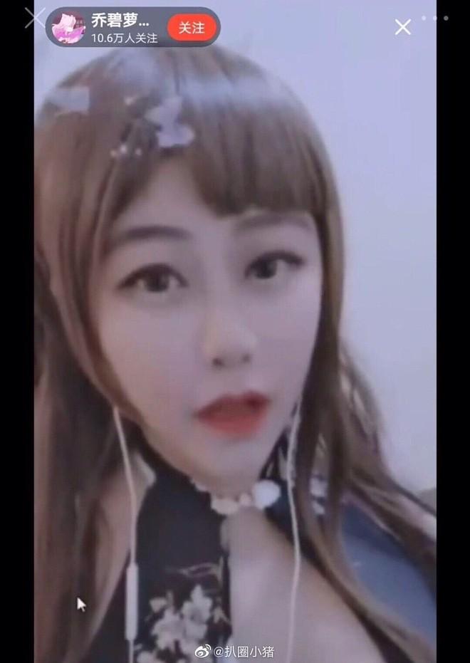 Đang ghi hình trực tiếp, nữ streamer nổi tiếng vô tình để lộ mặt thật khiến fan nam bỏ chạy vì khác xa ảnh trên mạng - Ảnh 5.