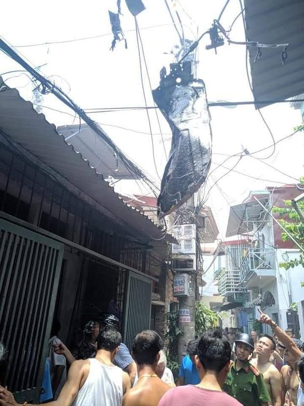Hiện trường vụ nổ khiến mặt đất rung chuyển, nhà thủng mái và một phụ nữ tử vong ở Hải Phòng - Ảnh 6.
