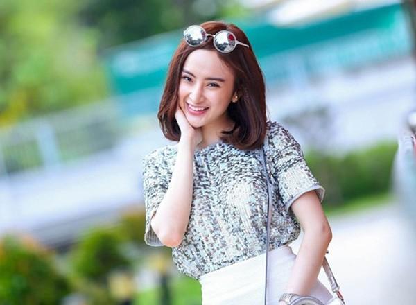 Angela Phương Trinh: Từ bà mẹ nhí được khán giả yêu mến đến gái hư showbiz tan mộng thi Hoa hậu Việt Nam - Ảnh 3.