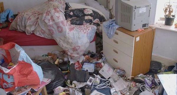 Cho thuê nhà, ông chủ hoảng hốt khi thấy nhà chẳng khác gì bãi rác ngập ngụa trăm thứ đồ, phải tốn tới hơn 170 triệu để dọn sạch - Ảnh 3.