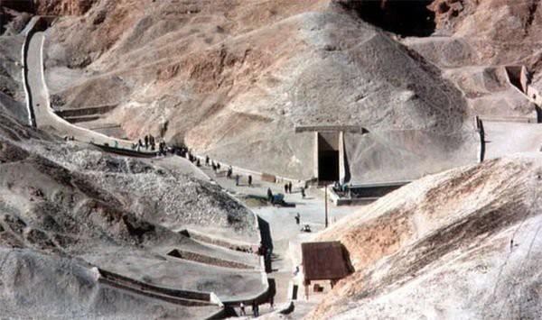 Bí ẩn xác ướp pharaoh còn nguyên vẹn trong cổ mộ hoàng gia Ai Cập - Ảnh 1.