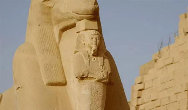 Bí ẩn xác ướp pharaoh còn nguyên vẹn trong cổ mộ hoàng gia Ai Cập - Ảnh 2.