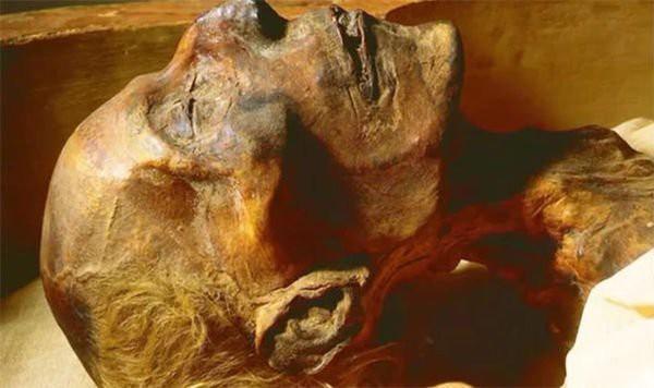 Bí ẩn xác ướp pharaoh còn nguyên vẹn trong cổ mộ hoàng gia Ai Cập - Ảnh 4.