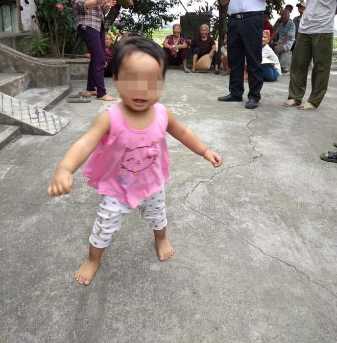 Nữ sinh bỏ con một tuổi ở cổng chùa kèm bức thư: Con còn phải đi lấy chồng - Ảnh 2.