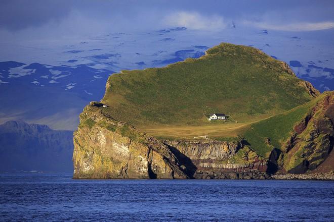Sự thật về những lời đồn đoán kì bí xoay quanh ngôi nhà cô quạnh nhất thế giới ở Iceland - Ảnh 6.