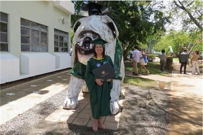 Mải mê chụp ảnh với đám bạn, nữ sinh vô ý bị chú chó Bull Anh cắn rách bằng tốt nghiệp - Ảnh 4.