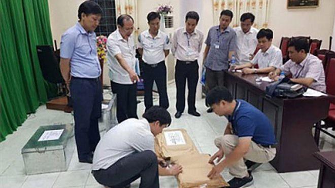 Bí ẩn con lợn nhựa vỡ lưng thu được trong vụ gian lận điểm thi Hà Giang - Ảnh 1.