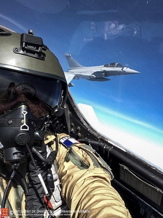 Phi công Pháp choáng với sự ưu việt của siêu tiêm kích Su-30 - Ảnh 1.