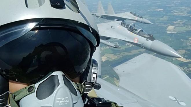Phi công Pháp choáng với sự ưu việt của siêu tiêm kích Su-30 - Ảnh 2.