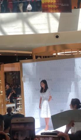 Sau lời xác nhận ly hôn, đây là câu nói đầu tiên của Song Hye Kyo khi đứng trước công chúng - Ảnh 2.