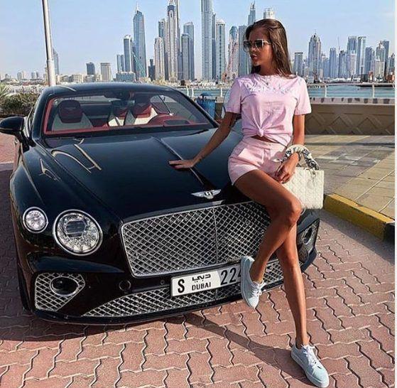 Choáng ngợp trước mùa hè xa xỉ của hội con nhà giàu: Siêu xe, máy bay riêng, mua sắm bất tận - Ảnh 9.