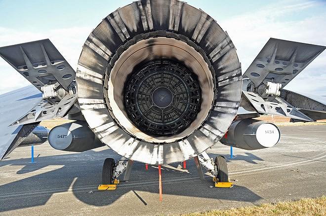 Chiến đấu cơ F-16 bay trên bầu trời Venezuela trong ngày quốc khánh - Ảnh 12.