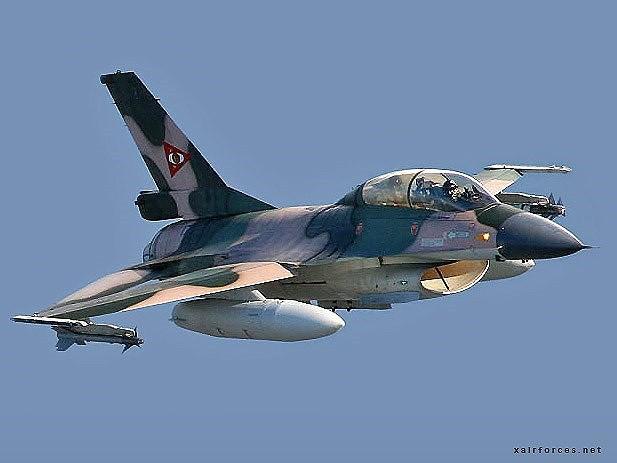 Chiến đấu cơ F-16 bay trên bầu trời Venezuela trong ngày quốc khánh - Ảnh 13.