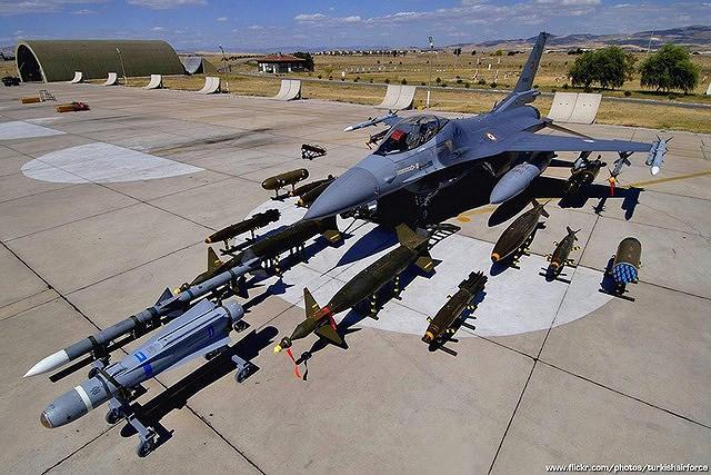 Chiến đấu cơ F-16 bay trên bầu trời Venezuela trong ngày quốc khánh - Ảnh 17.