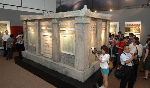Bí ẩn bảo vật 27 tấn của sủng phi Đường Huyền Tông: Được bán với giá 1 triệu USD - Ảnh 5.