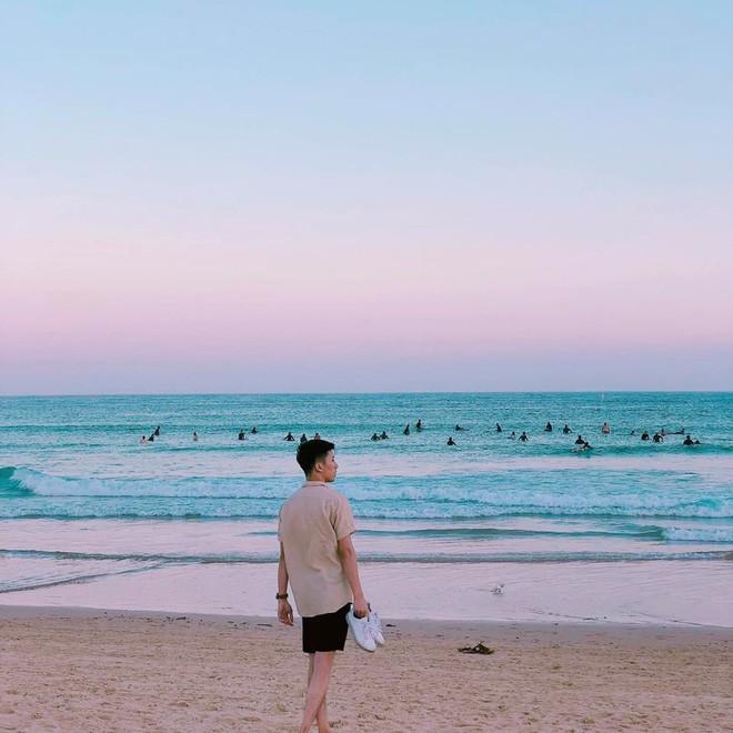 Thầy giáo Việt hot nhất MXH những ngày qua: Đẹp trai cao ráo như người mẫu, là thạc sĩ Ngôn ngữ tại Úc - Ảnh 7.