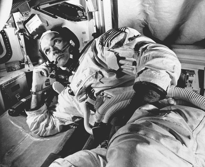 Tàu Apollo 11 lên Mặt Trăng không có toilet, các phi hành gia giải quyết nỗi buồn bằng cách nào? - Ảnh 2.