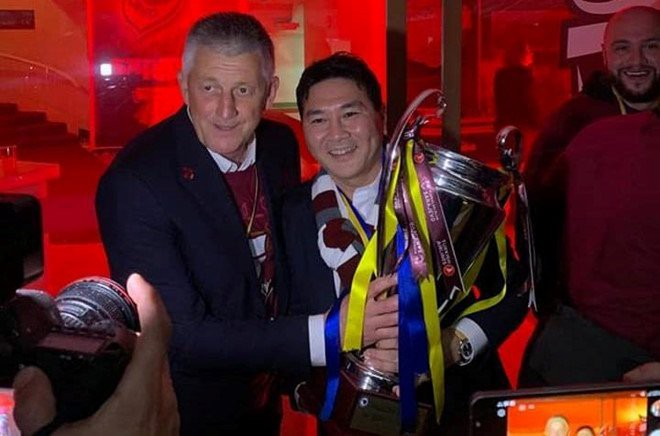 Ông chủ người Việt sang châu Âu xem đội nhà đá vòng loại Champions League - Ảnh 1.