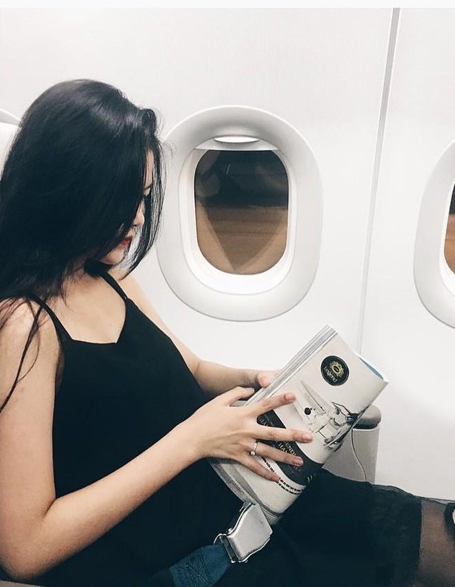 Hot girl đúng là hot girl, có mỗi cái cửa sổ máy bay mà cũng tạo dáng chụp được ảnh đẹp hết nấc - Ảnh 6.