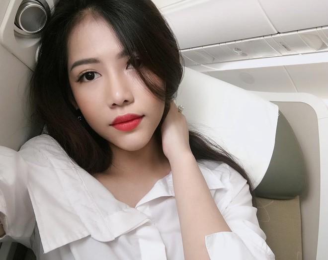 Hot girl đúng là hot girl, có mỗi cái cửa sổ máy bay mà cũng tạo dáng chụp được ảnh đẹp hết nấc - Ảnh 7.