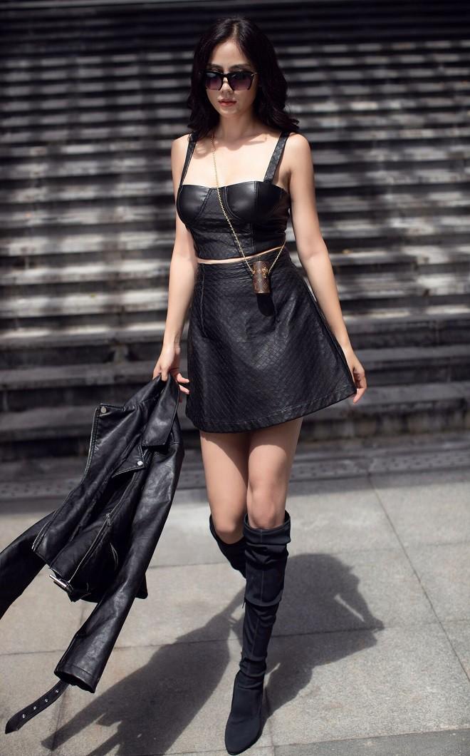 Á hậu Hoàng Hạnh sexy dạo phố - Ảnh 11.