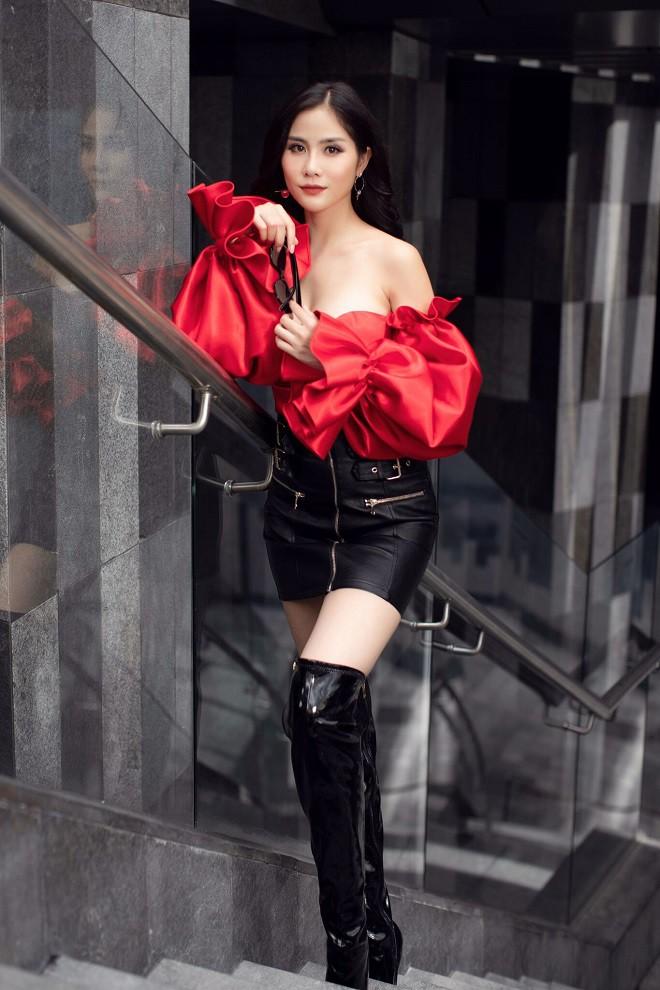 Á hậu Hoàng Hạnh sexy dạo phố - Ảnh 1.