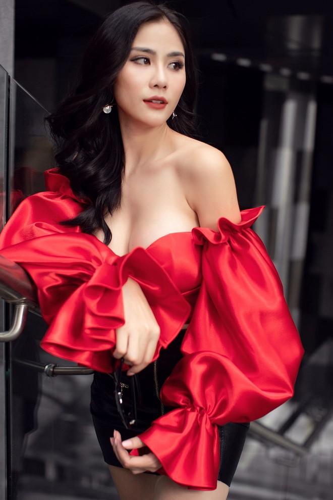 Á hậu Hoàng Hạnh sexy dạo phố - Ảnh 2.