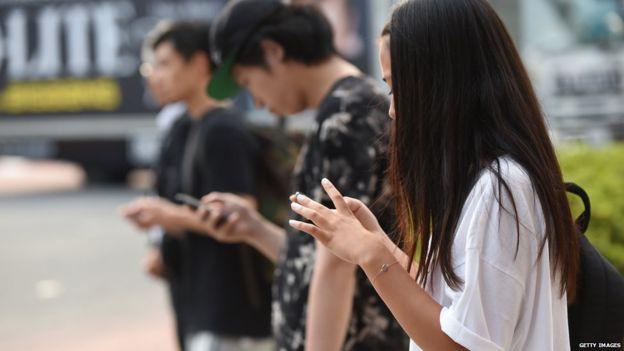 Loạt tuyệt chiêu cai nghiện điện thoại hay ho của các phụ huynh Tây, cha mẹ Việt rất nên tham khảo - Ảnh 2.