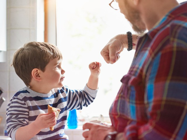 Dành nhiều năm tìm hiểu về các triệu phú, nhà nghiên cứu chỉ ra 10 cách giúp nuôi dạy con trở thành người giàu có: Cha mẹ nào cũng cần phải thử! - Ảnh 1.