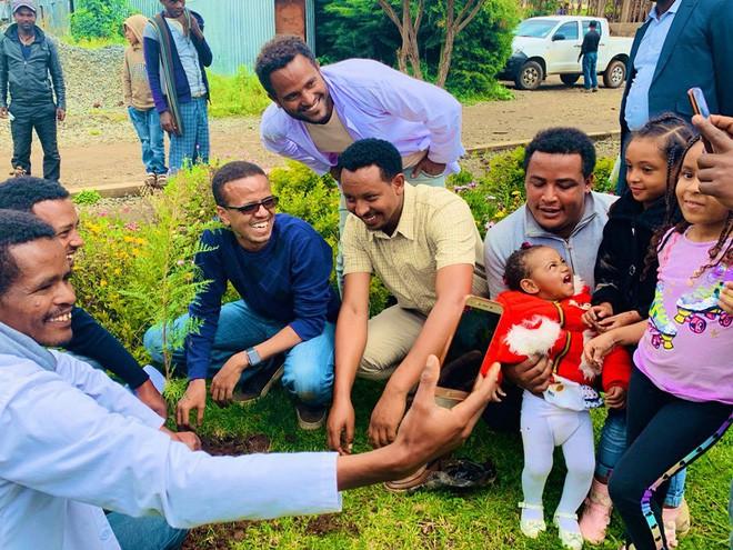 Kỷ lục đáng nể của Lục địa Đen: Trong 12 giờ, Ethiopia trồng được 350 triệu cây xanh - Ảnh 2.