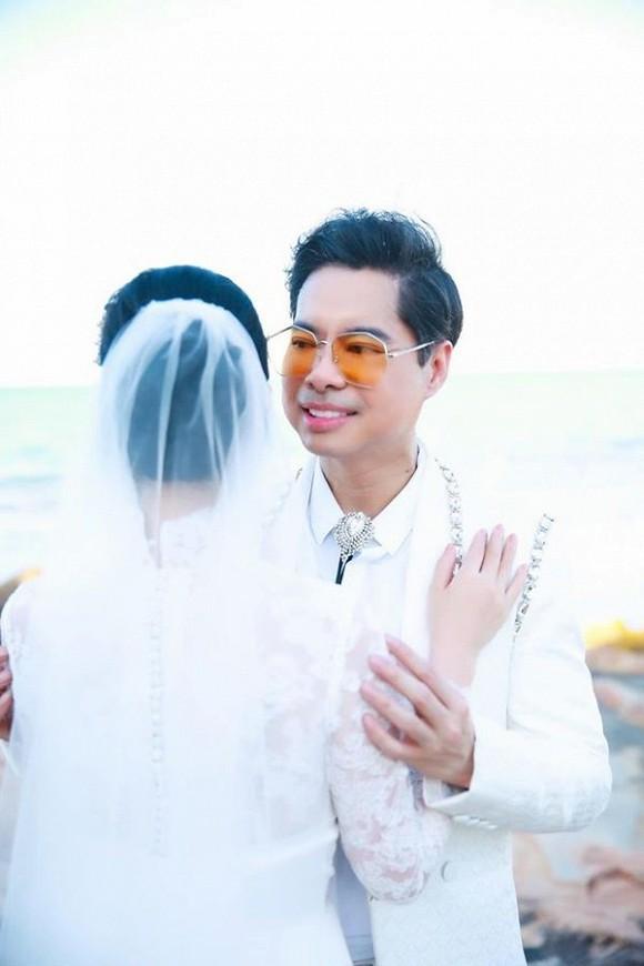 Ông hoàng nhạc sến Ngọc Sơn bất ngờ tung ảnh cưới, úp mở chuyện lấy vợ ở tuổi U50 - Ảnh 2.