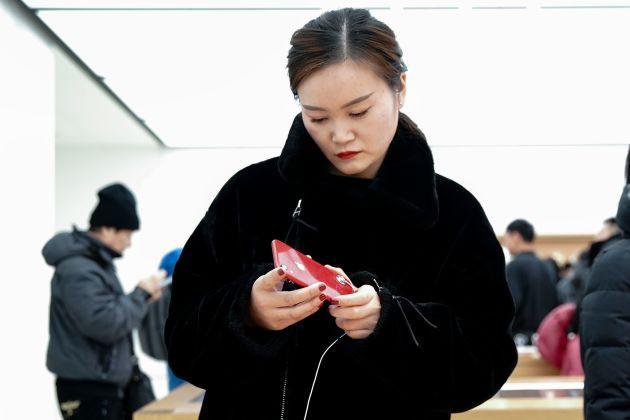 Samsung và Apple đang cho thấy điện thoại nghìn đô khó bán như thế nào - Ảnh 1.