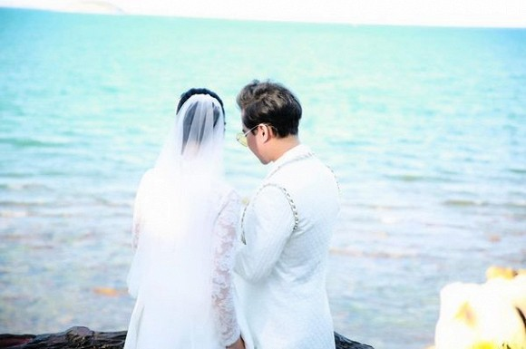 Ông hoàng nhạc sến Ngọc Sơn bất ngờ tung ảnh cưới, úp mở chuyện lấy vợ ở tuổi U50 - Ảnh 3.