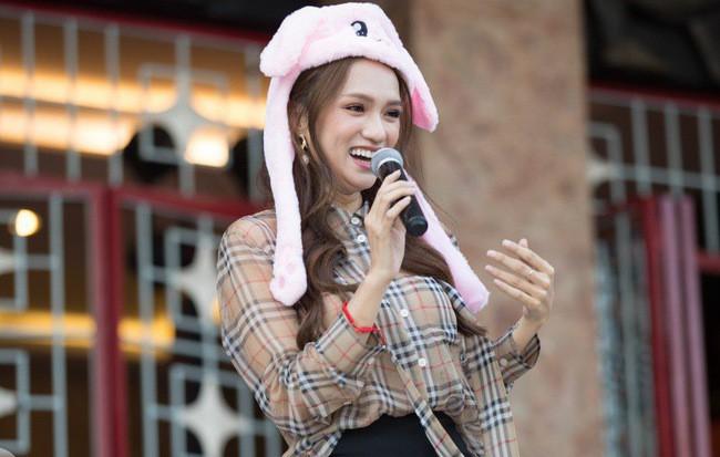 Bức ảnh nhạy cảm và sự kiêu hãnh của Hoa hậu Hương Giang  - Ảnh 3.