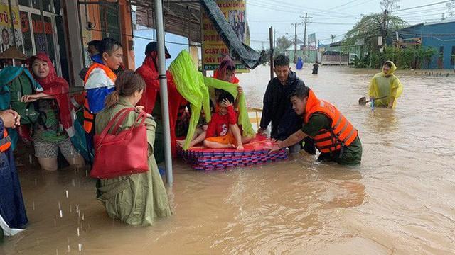 Chuyên gia lý giải hiện tượng mưa lớn bất thường gây lũ, ngập sâu tại Tây Nguyên, Phú Quốc - Ảnh 1.