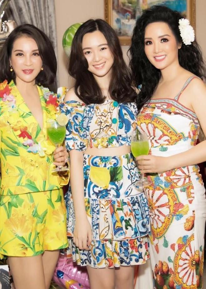 Ngỡ ngàng với diện mạo xinh đẹp của các ái nữ nhà sao Việt: Toàn là những mỹ nhân hàng đầu, sở hữu cuộc sống sang chảnh ai cũng ghen tị - Ảnh 2.