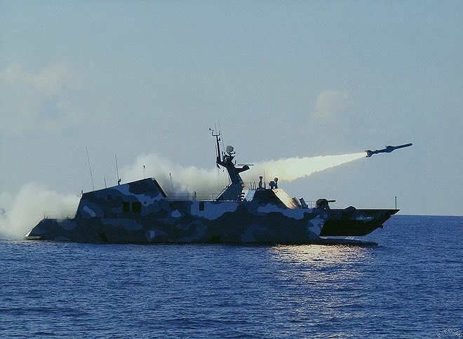 [ẢNH] Trung Quốc gây bất ngờ khi sớm loại biên tàu tên lửa tàng hình Type 022 - Ảnh 12.