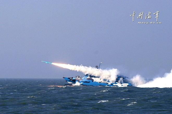 [ẢNH] Trung Quốc gây bất ngờ khi sớm loại biên tàu tên lửa tàng hình Type 022 - Ảnh 14.