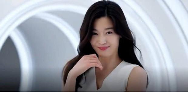 Mợ chảnh Jeon Ji Hyun: Mỹ nhân thành công nhất Kbiz, sự nghiệp, đời tư đều lấn lướt Song Hye Kyo - Kim Tae Hee? - Ảnh 3.