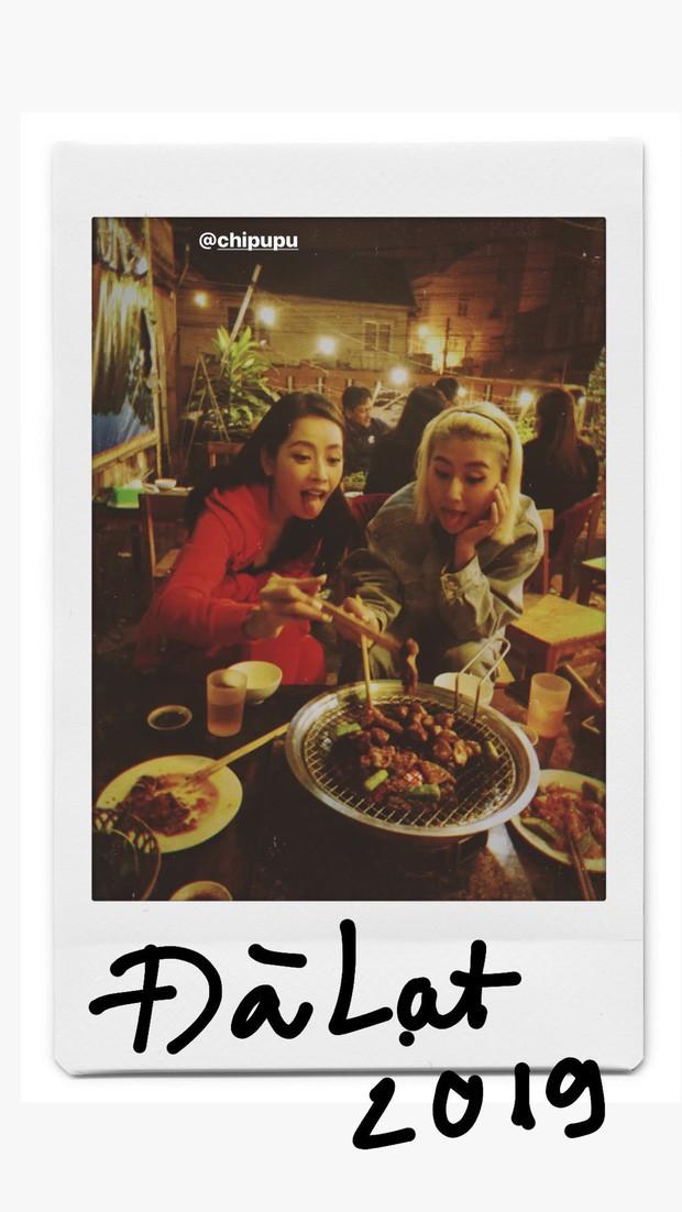 Du lịch Đà Lạt trúng ngay mùa mưa bão, Chi Pu và cô bạn Quỳnh Anh Shyn chỉ biết ngậm ngùi ăn cho bỏ tức! - Ảnh 4.