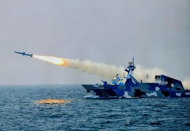[ẢNH] Trung Quốc gây bất ngờ khi sớm loại biên tàu tên lửa tàng hình Type 022 - Ảnh 4.