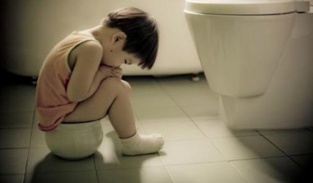 Chuyên gia tiêu hóa lưu ý cha mẹ 3 thời điểm trẻ hay bị táo bón - Ảnh 2.