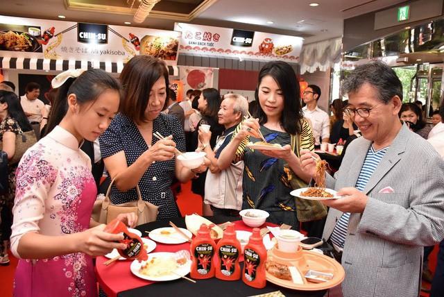 """Chai tương ớt Chin-su của người Việt """"nổi bật"""" trên trang báo lớn của Nhật - Ảnh 5."""
