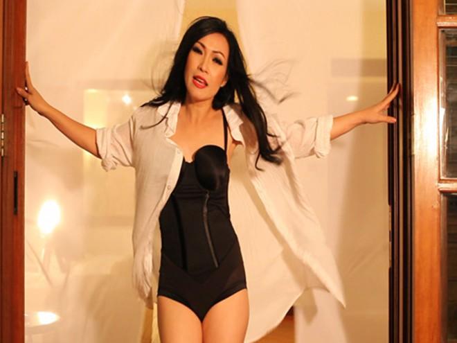 Hình ảnh bikini nóng bỏng của ca sĩ Phương Thanh - Ảnh 1.
