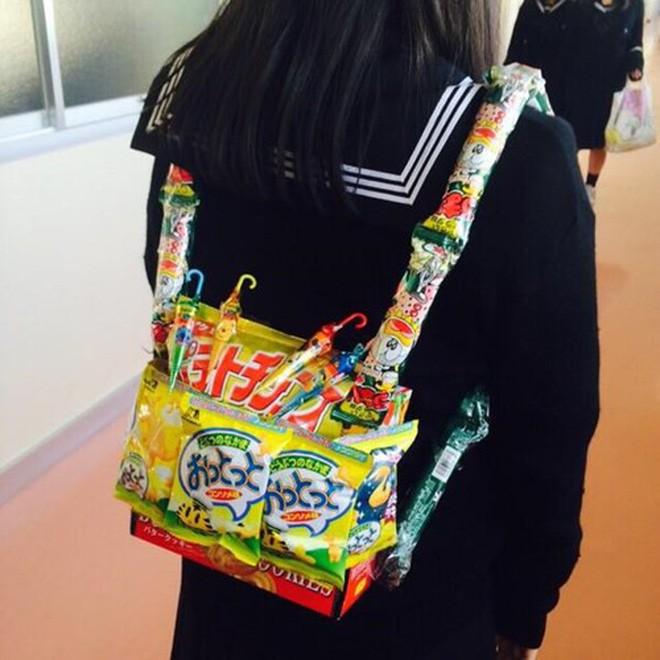Bắt trend mùa khai giảng 2019, mẫu ba lô được mix từ bánh kẹo như canteen mini được chia sẻ khắp mọi mặt trận - Ảnh 5.