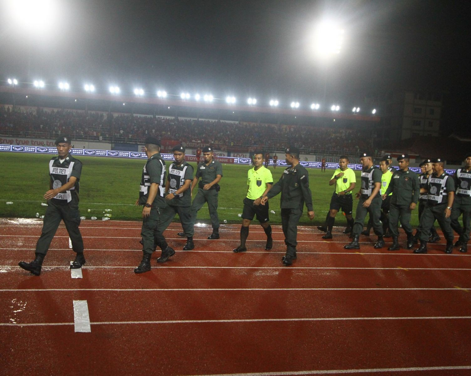 Bóng đá Thái Lan có biến lớn, xảy ra scandal từng là nỗi hổ thẹn của V.League - Ảnh 3.