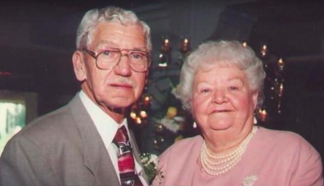 Thực hiện di nguyện của mẹ, người phụ nữ bất ngờ phát hiện ra sự thật kinh khủng về ngôi mộ của bố mình suốt 12 năm trời - Ảnh 1.
