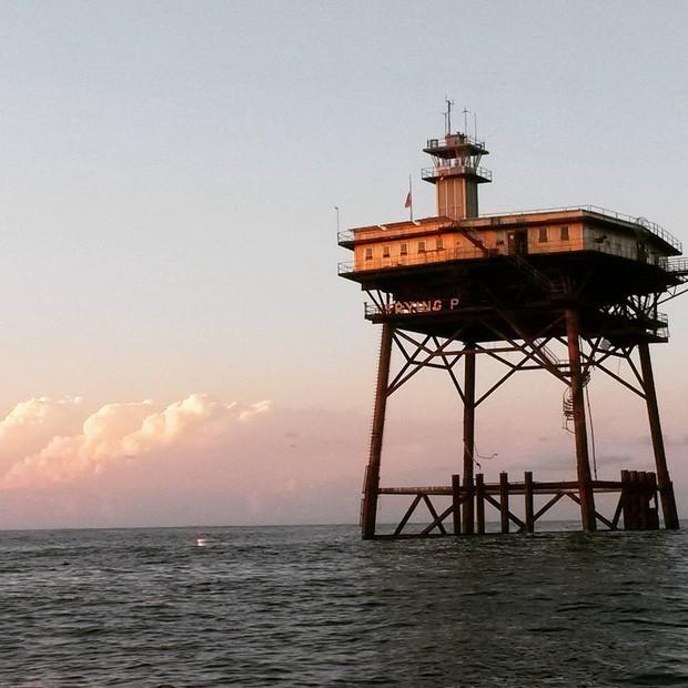 Trải nghiệm ở khách sạn nguy hiểm nhất thế giới, nằm trơ trọi ở độ cao 27m so với mặt nước biển - ảnh 1